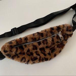 Handbags - Cheetah / Leopard Fanny Pack